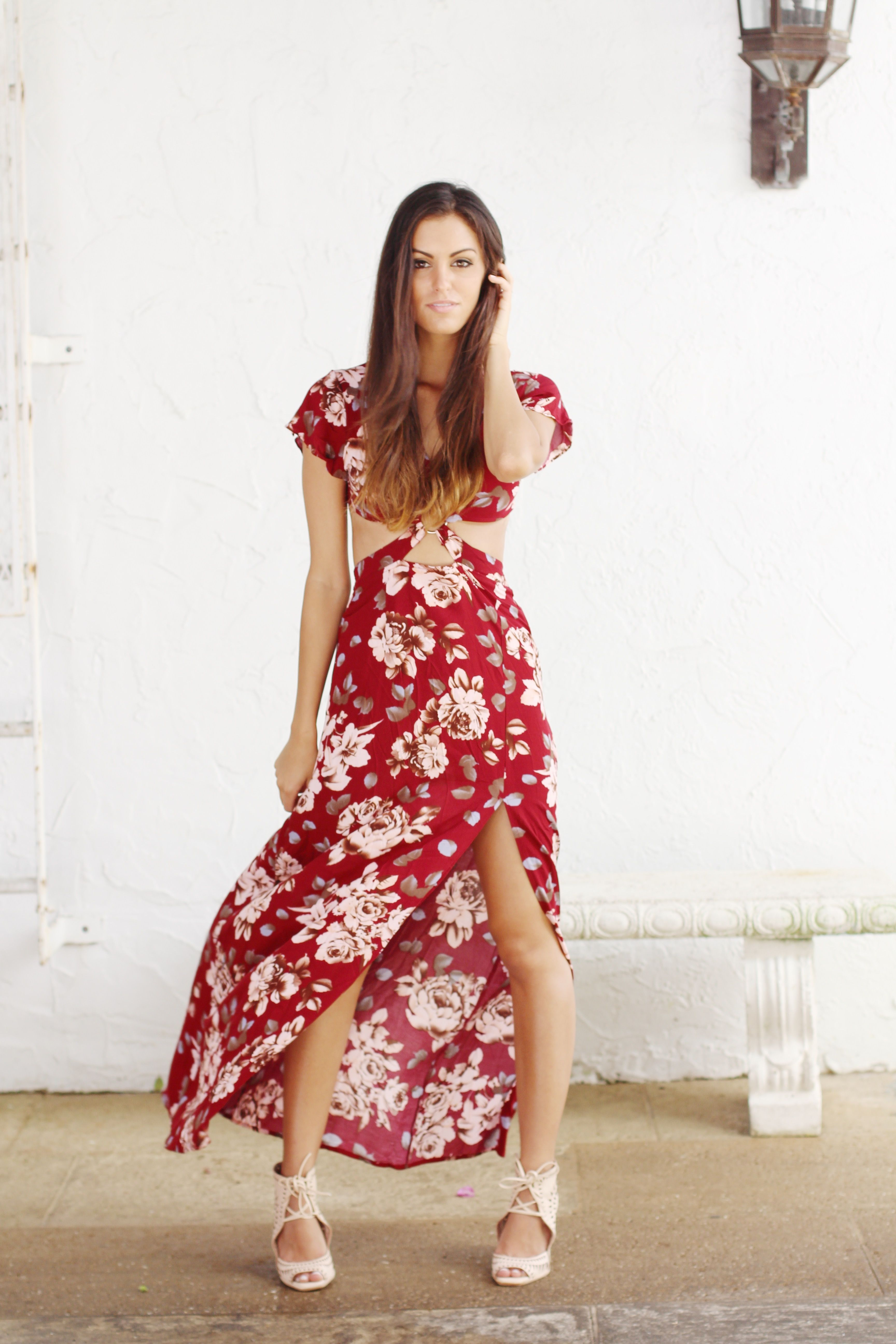 Burgundy floral print maxi with open back  Mylie  esclosetcom