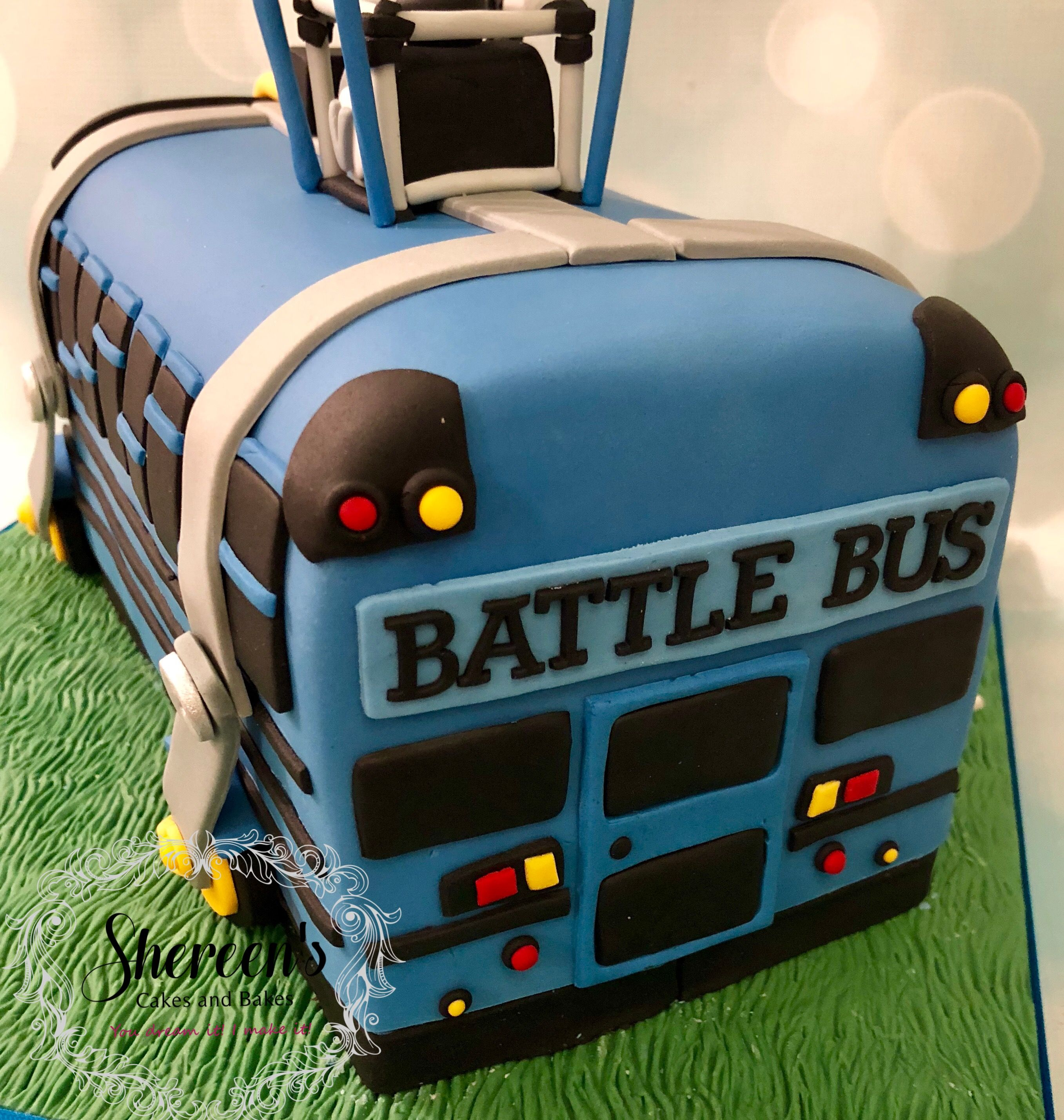 Fortnite battle bus birthday cake novelty (con imágenes