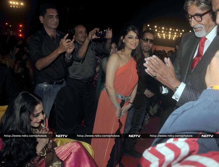 Pics: The moment we never thought we'd see: Big B's namaste to Rekha http://movies.ndtv.com/photos/the-moment-we-never-thought-we-d-see-big-b-s-namaste-to-rekha-16939