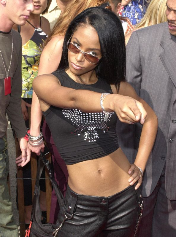 4e54182a131d46 When Aaliyah went from tomboy to badass she was usually spotted wearing  belly shirts and leather pants. It was her signature thing.