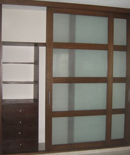 Closet con puertas corredizas con cristales esmerilados for Closet con puertas corredizas
