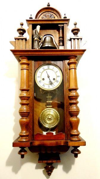 fe5939596b8 Antigo e raro relógio de parede alemão. Marca Duas Flec..