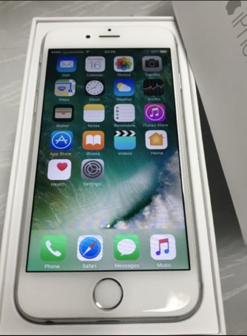 Iphone 6 16gb In Box Unlocked Apple Iphone 6 Silver 16gb Unlocked For All Carriers In Really Good Condition No Scratches On Apple Iphone 6 Apple Iphone