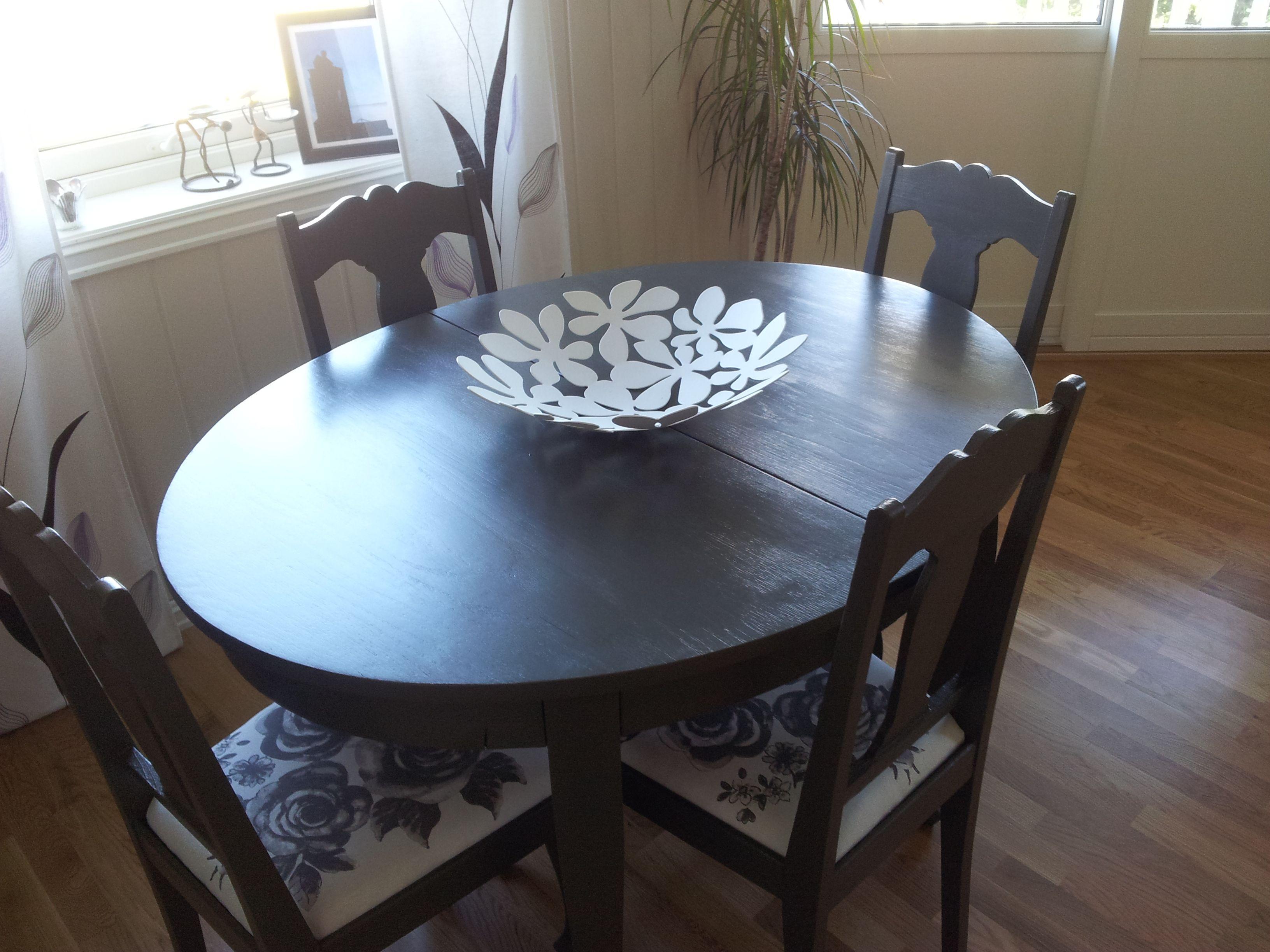 Kjøpte gammel og sjarmerende spisestue og malte den i fargen Elegant 1434 S7502 - Y. Fatet og blomstrete tekstilstoff er fra Ikea