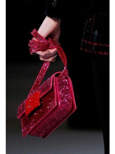 Outlet Sale Online Saint Laurent Lulu Glitter Bag Outlet Wide Range Of T0jyEir
