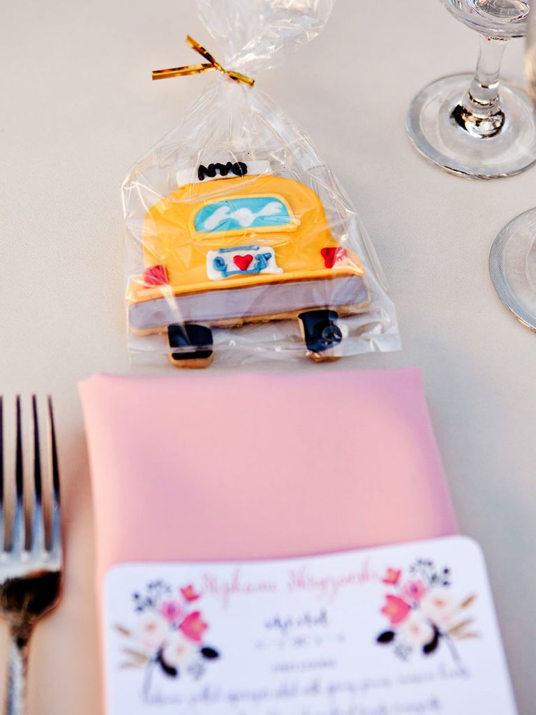 15 Tasty Ways to Serve Cookies at Your Wedding | Dessert table ...