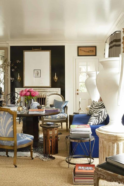 House Tour An Alabama Cottage Is A Life Size Cabinet Of Curiosities House Interior Interior Blue And White Living Room