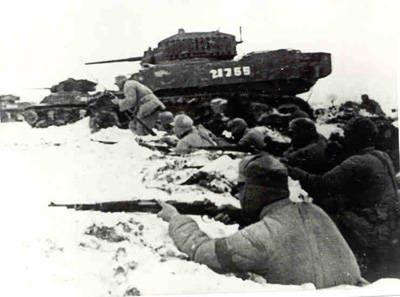 此役激戰中的國軍第五軍,可以見到1948年才美援來華的M5A1戰車。共軍除正規部隊外,還包括上百萬的民工,負責掘壕、運補、抬走傷患等工作