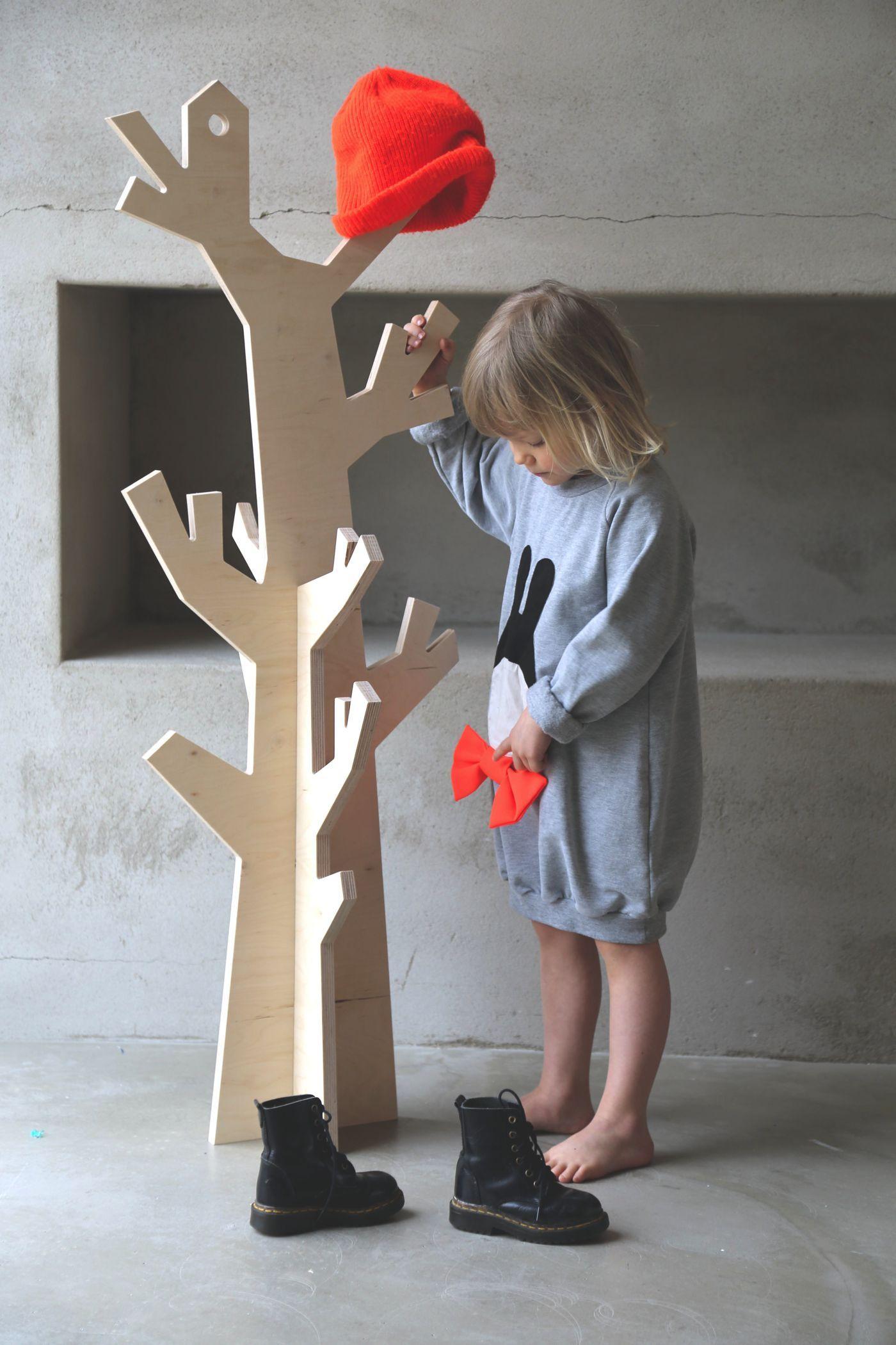 4 Fantastically Creative Wooden Shelves And Racks