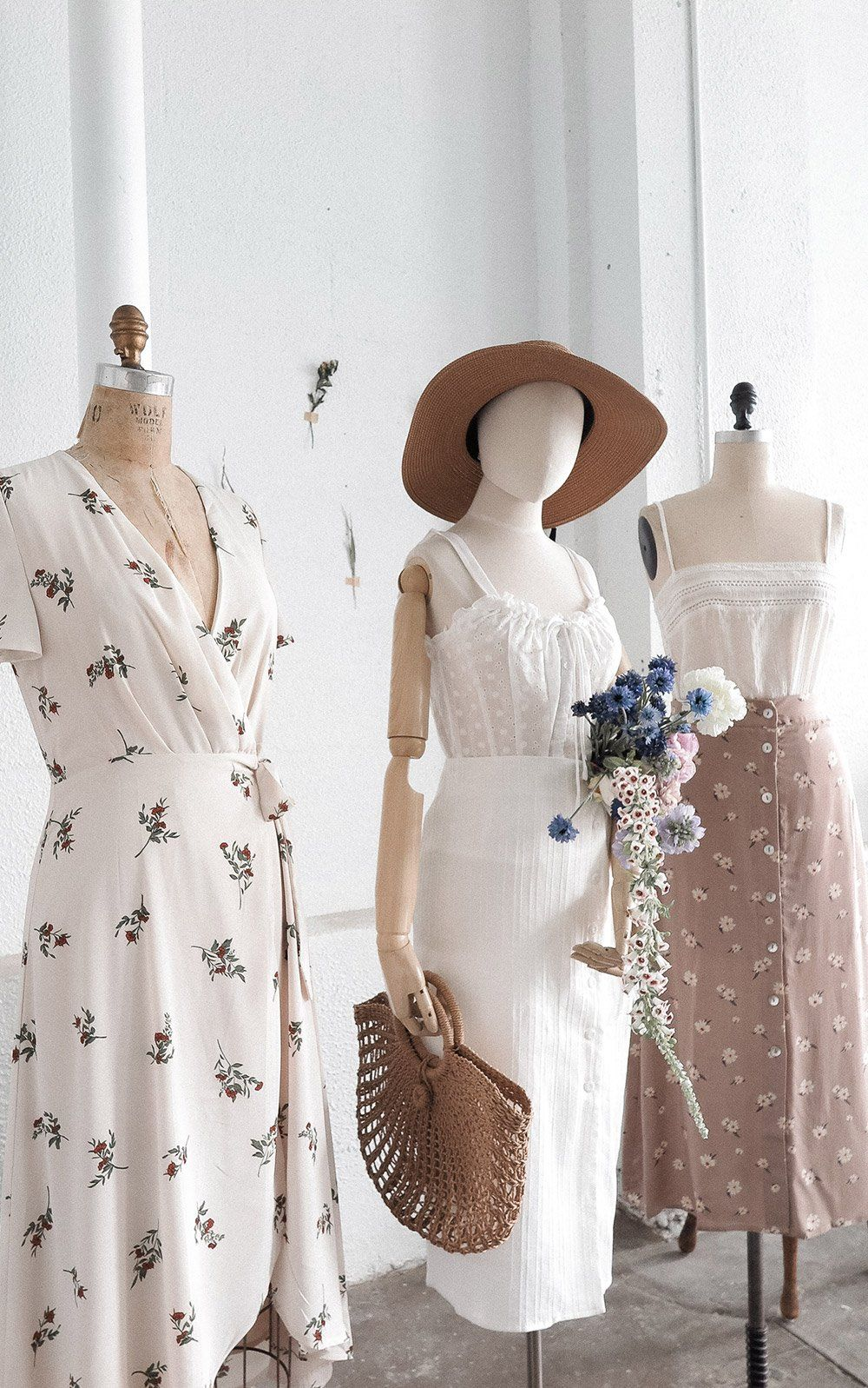 Outfits For Kindred Spirits Vintage Inspired Outfits Shopping Outfit Vintage Fashion [ 1597 x 1000 Pixel ]