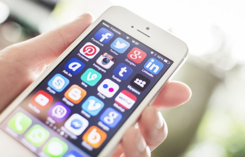 TPG Contributor Ryan Gargiulo suggests 10 smartphone apps to help you stay organized, thrifty, informed and fed on your travels around the globe.