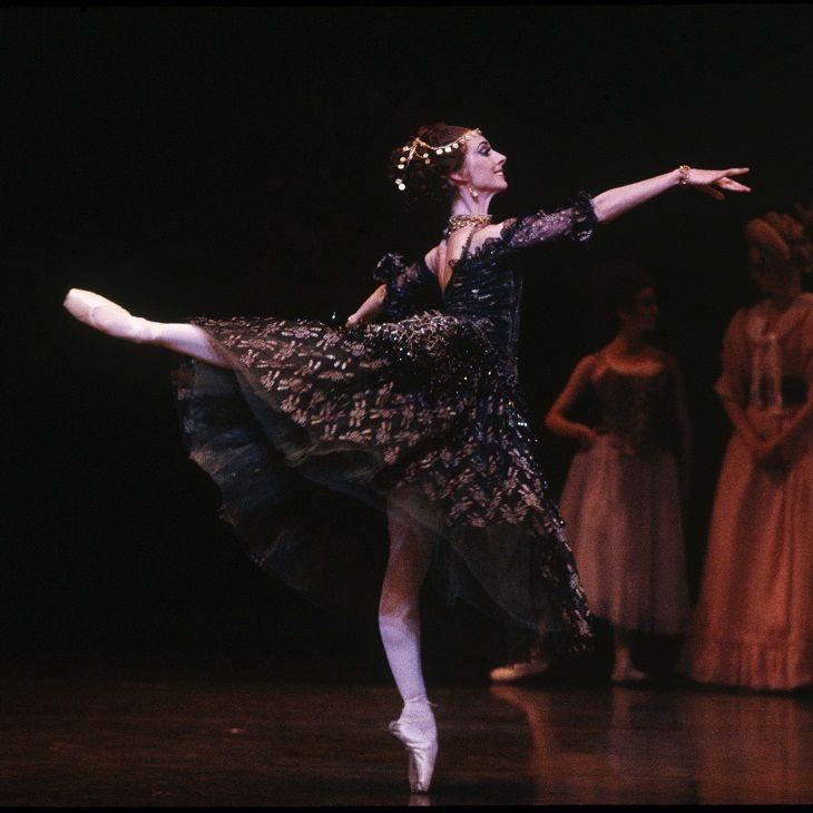 Lynette Wills in Manon, The Australian Ballet, 1994.
