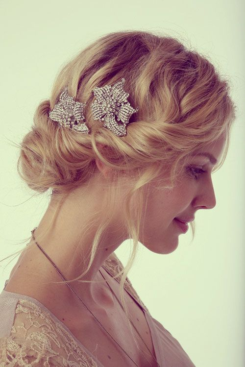 Short Curly Wedding Hairstyles With Hair Accessories And Updo Wedding Hairstyles For Medium Hair Wedding Hairstyles For Women Ponytail Hairstyles Easy