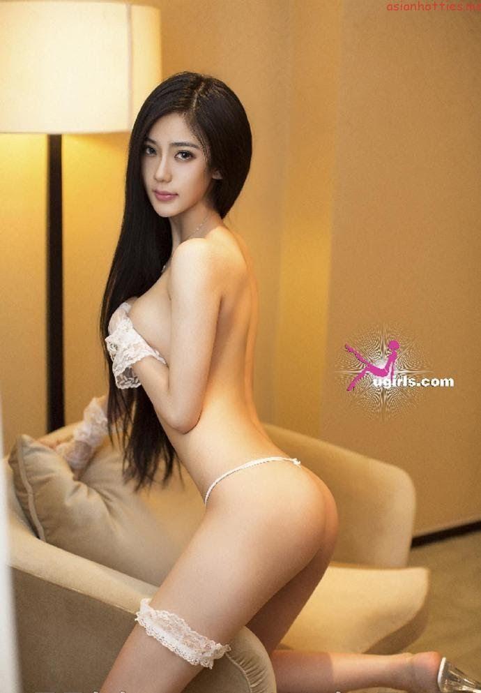 Toples skinny girl #1