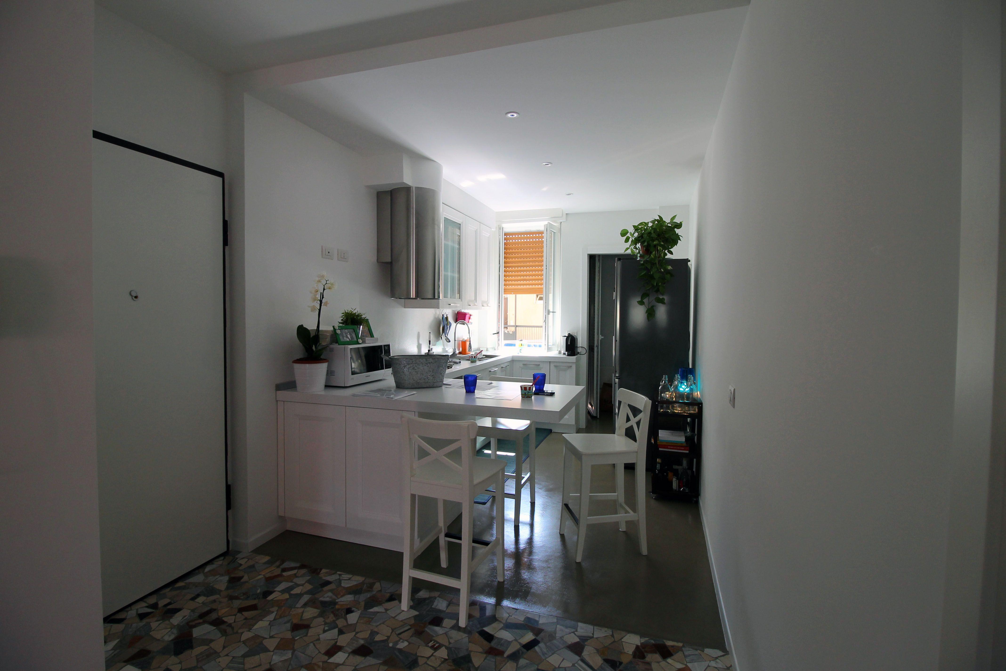 Cucina total white | Ristrutturazione tra moderno e contemporaneo ...
