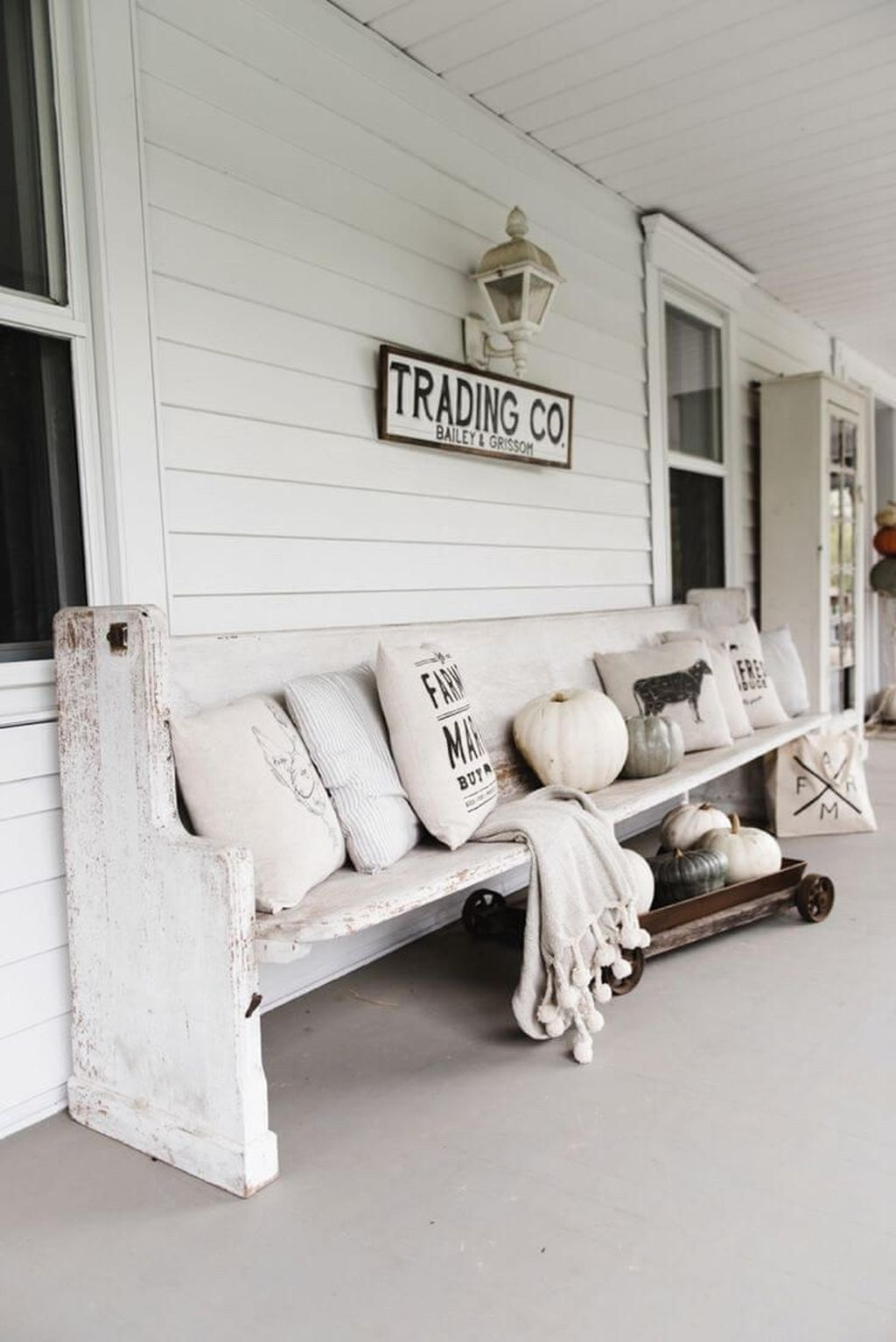 38 Amazing Antique Farmhouse Decoration Ideas For Your Home Decor - BUILDEHOME #antiquefarmhouse