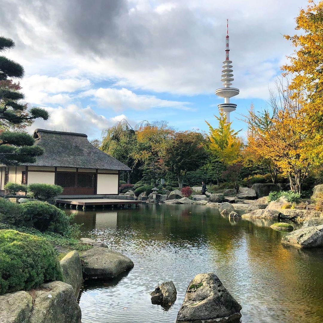 Farbspiel Ein Spaziergang Durch Planten Un Blomen Ist Aktuell Wie Das Eintauchen In Ein Riesiges Buntes Blatterbad Hie Japanischer Garten Garten Parks