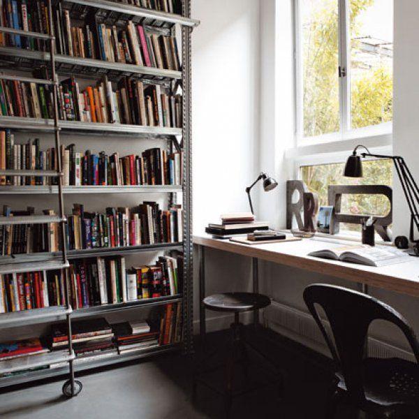Une pièce de la maison consacrée à lu0027aménagement du bureau Pipes