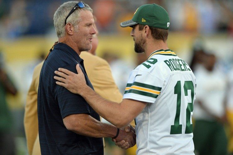 Another Angle On The Aaron Rodgers Vs Brett Favre Debate Green Bay Nfl News Aaron Rodgers