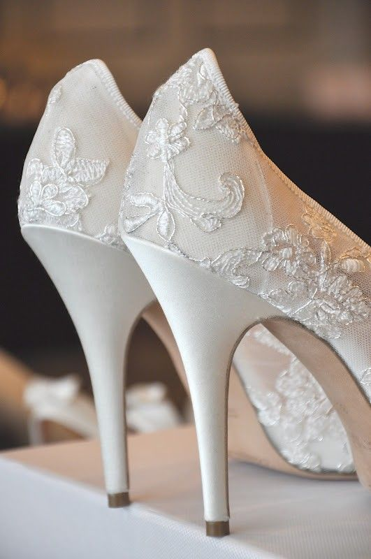 2014 Embroidered Ivory Lace Wedding Shoes Floral Heels Bridal High