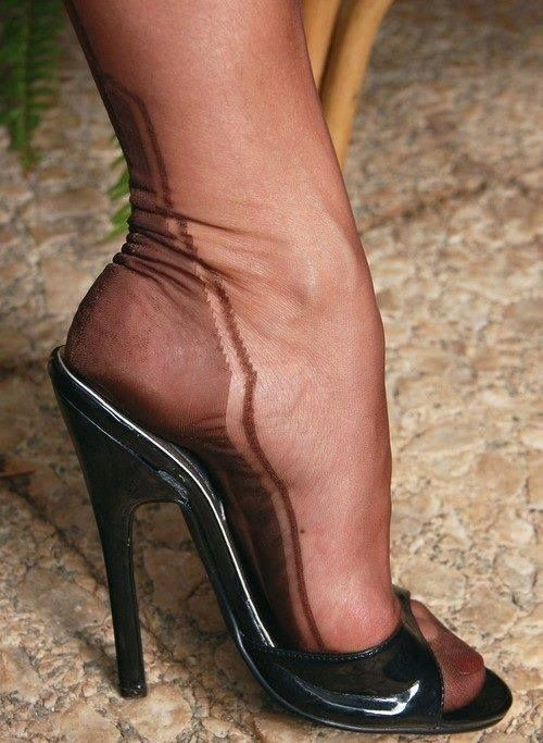 Want high heels und nylons ann