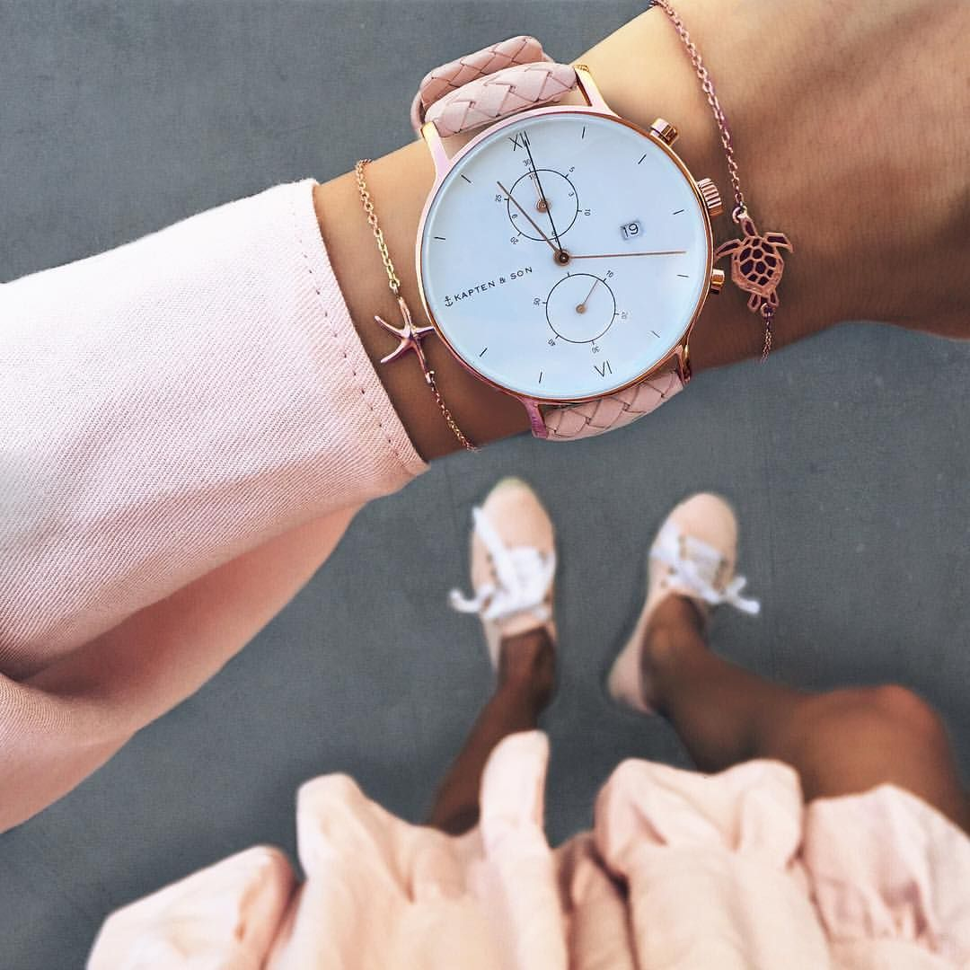 Kapten Son On Instagram A Woman Makes An Outfit Her Own With Accessories Discover Our Chrono Collecti Modische Armbanduhren Stilvolle Uhren Uhr Rosegold