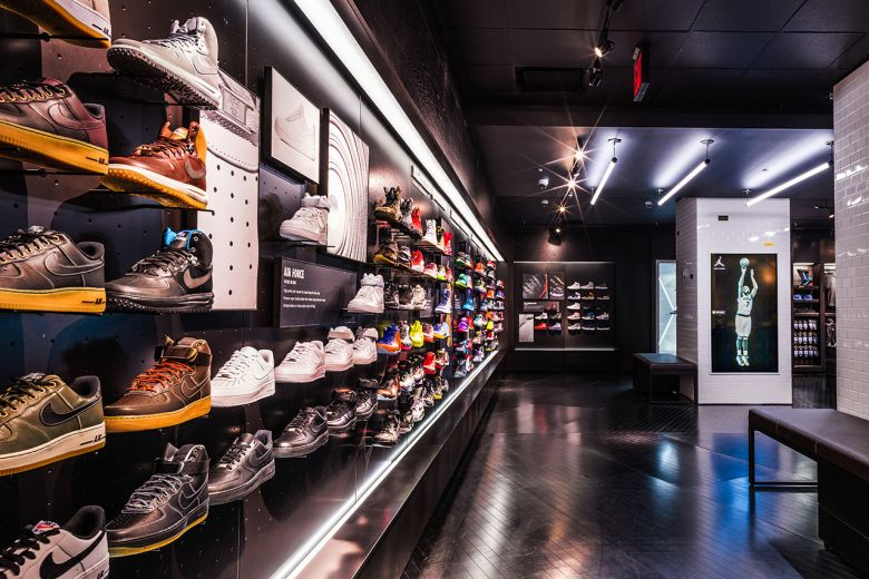 The Worldu0027s Biggest Sneaker Collector Is Selling Off More Than 2,500  Sneakers | Guinness, Big And Met