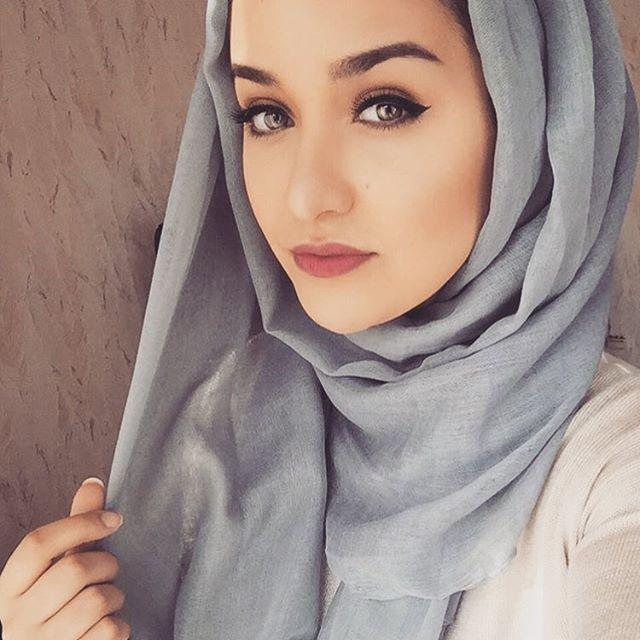 petite-arab-girl-girls-going-wild