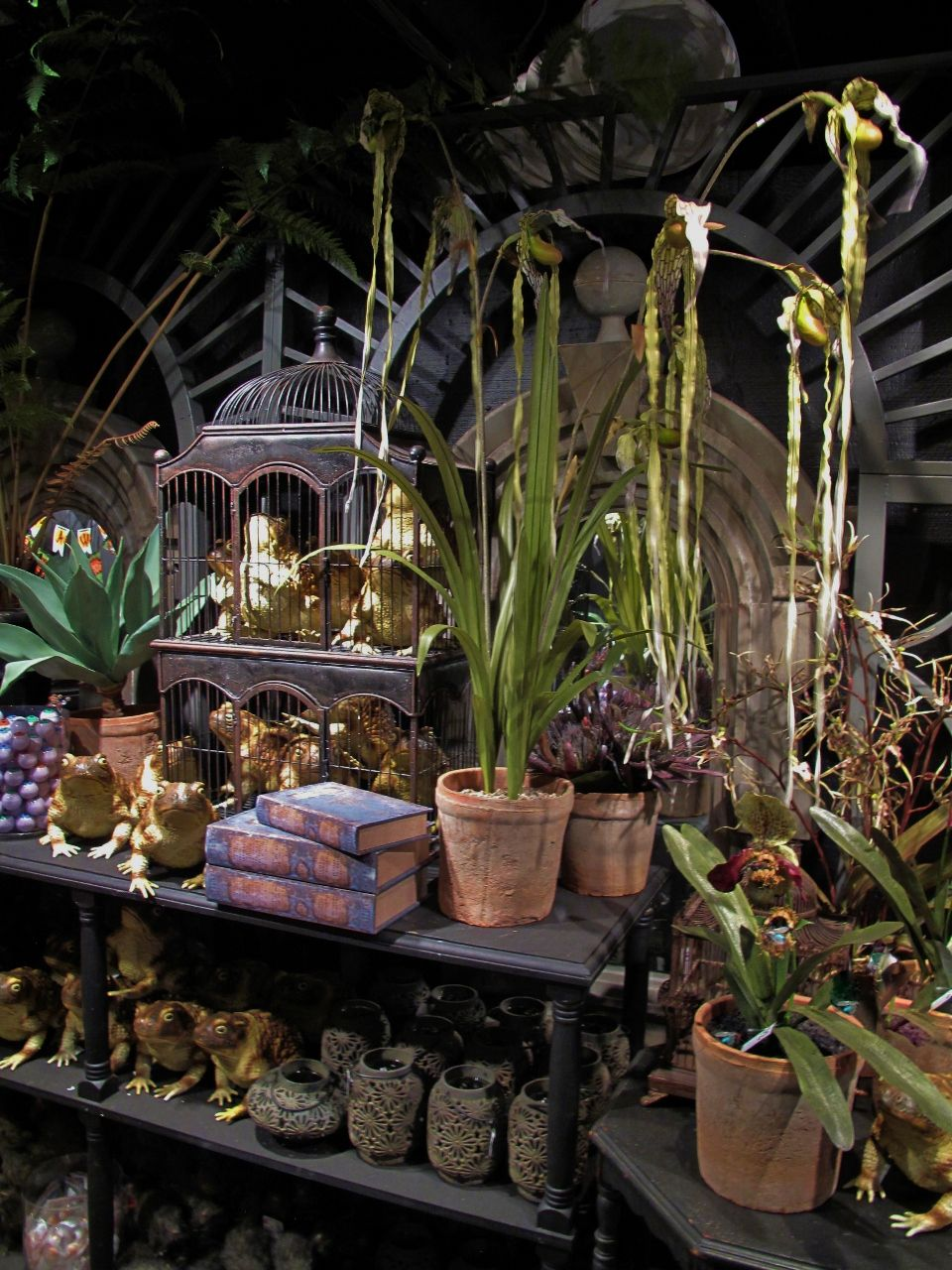 Conservatory in the Blackstone Manor- Roger\'s Gardens Halloween 2012 ...