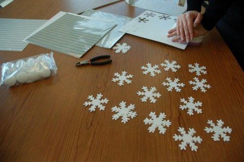 DIY Falling Snowflake Garland   Homes.com for the Holidays