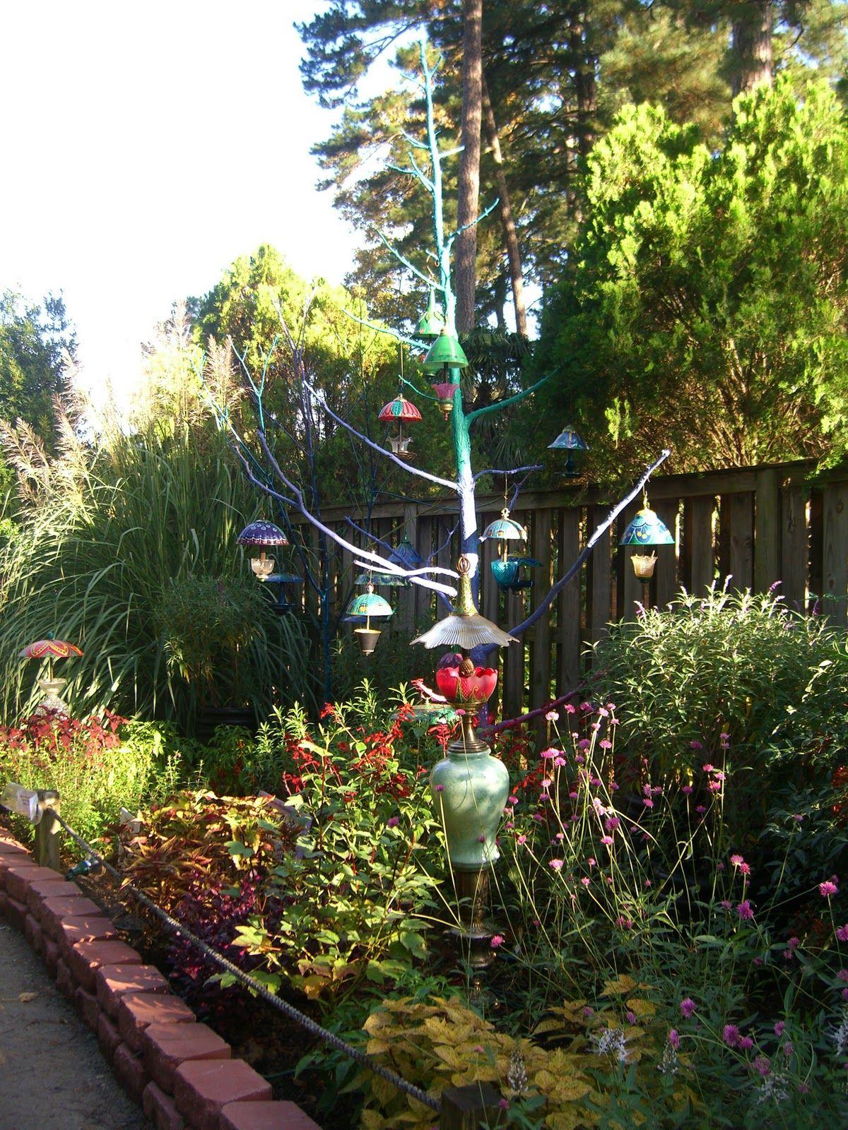 Garden art | Garden Art Using Recycled Lamps