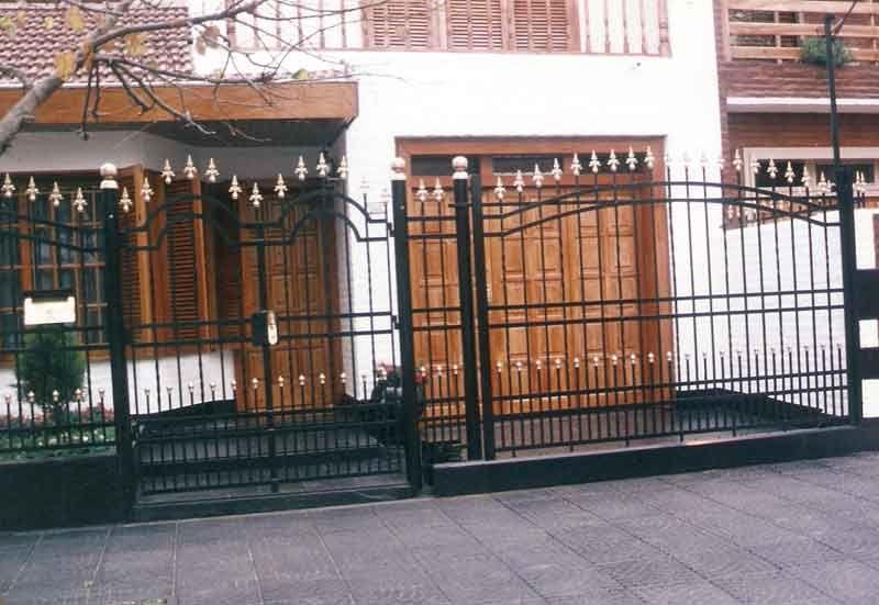 Rejas para frentes de casas rejas para ventanas fotos de for Modelos de rejas de fierro para puertas