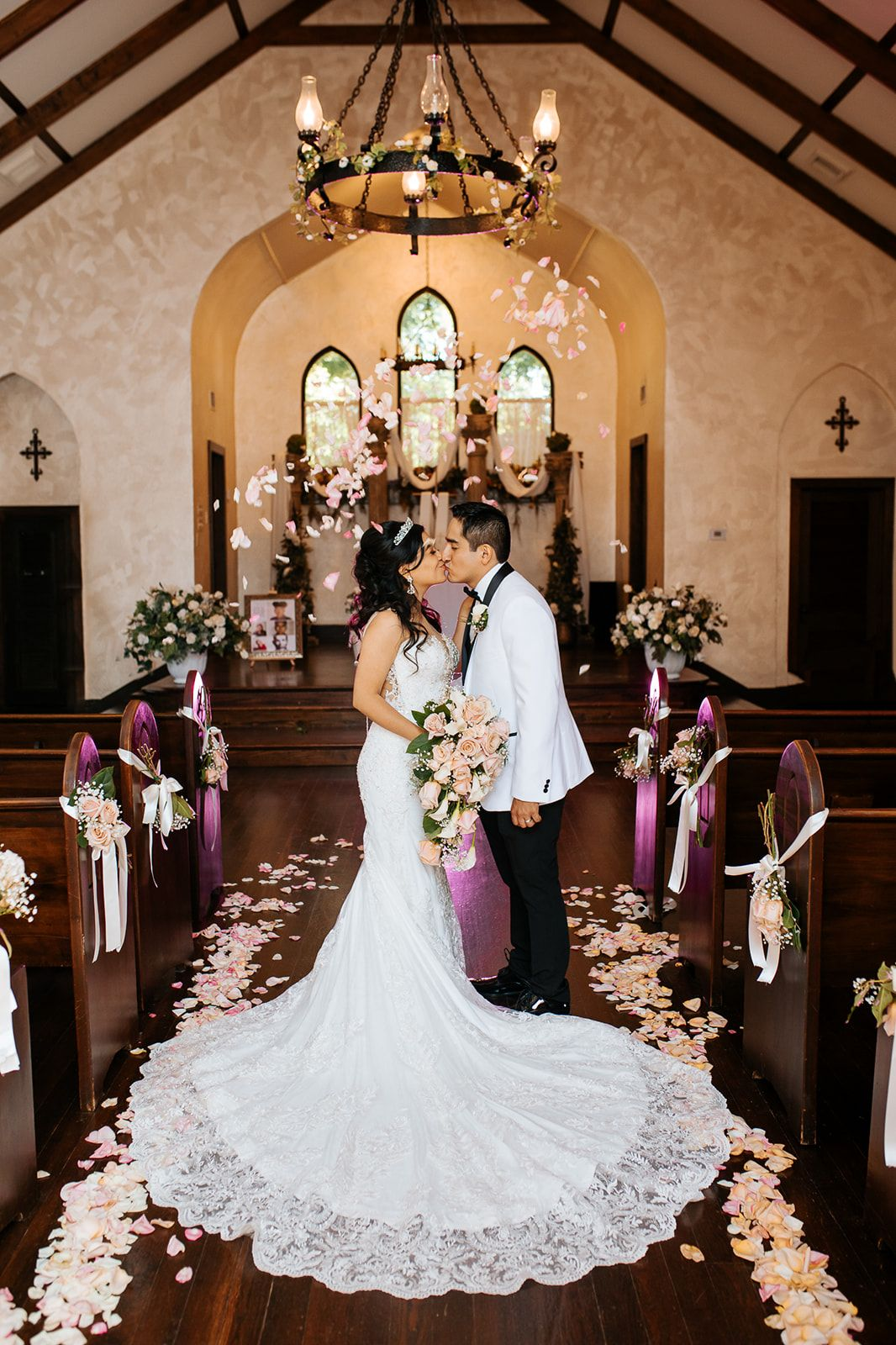 Spinelli S Wedding Venue Hill Country Wedding Venues Chapel Wedding Hill Country Wedding