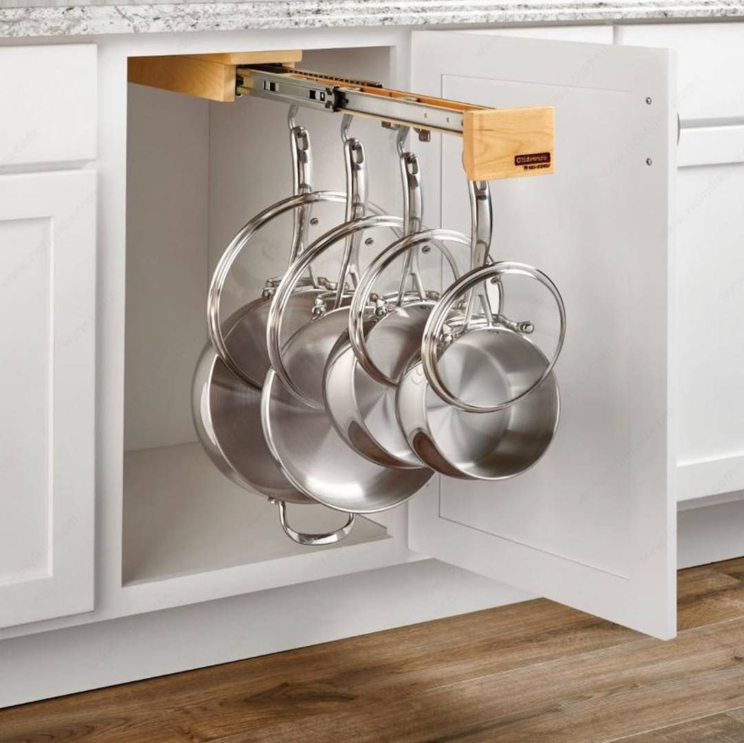 L Organisation Est La Cle D Une Cuisine Fonctionnelle Nos Solutions De Rangement Vous Perm Cabinets Organization Custom Kitchen Cabinets Cookware Organization