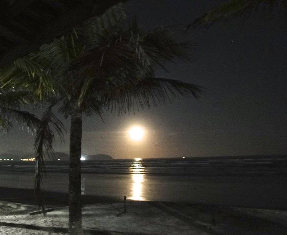 Praia do Indaiá/Caraguatatuba em noite de lua cheia Litoral Norte SP