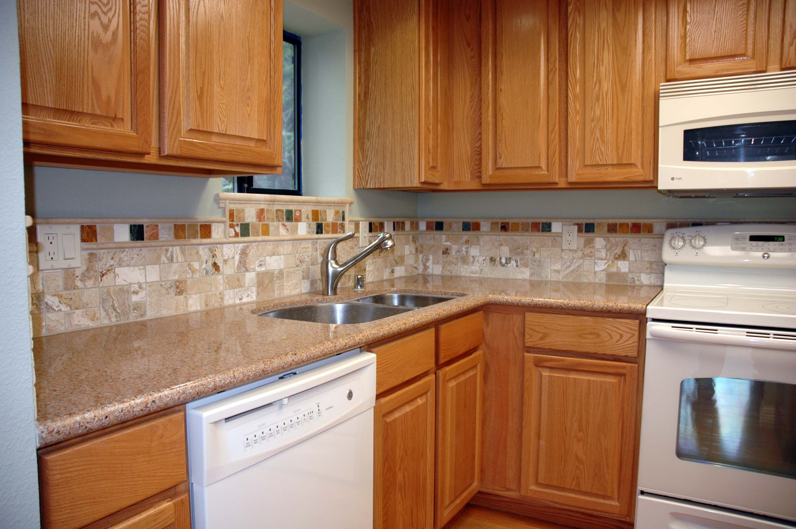Backsplash For Kitchen With Honey Oak Cabinets Google Search Kitchen Design Luxury Kitchen Backsplash Oak Kitchen Cabinets