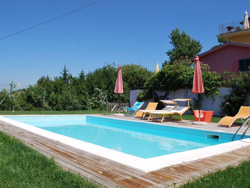 in Castellina Marittima: 2 Schlafzimmer, für bis zu 6 Personen, ab 450 € pro Woche. Einfamilienhaus in der Landschaft mit Panoramablick aufs Meer | FeWo-direkt