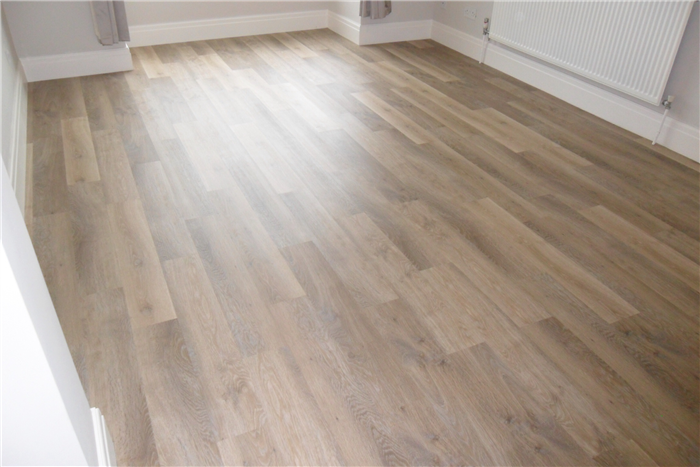 Karndean Kp99 Lime Washed Oak Knight Tile Vinyl Flooring Looks Like Worn Sun Bleached Driftwood A Good Selection V Vinyl Flooring Bedroom Wood Floor Flooring