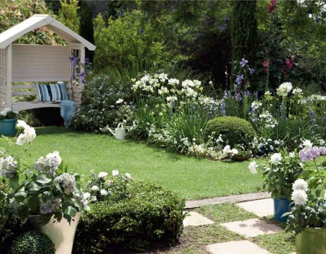 Garten Ideen Weiße Blumen Gartenlaube Holz | Kleiner