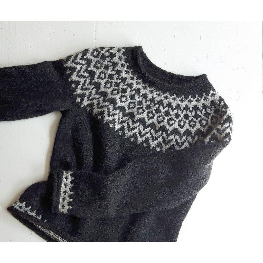Ravelry: girlnamedsandoz\'s monochrome Riddari pullover   More ...