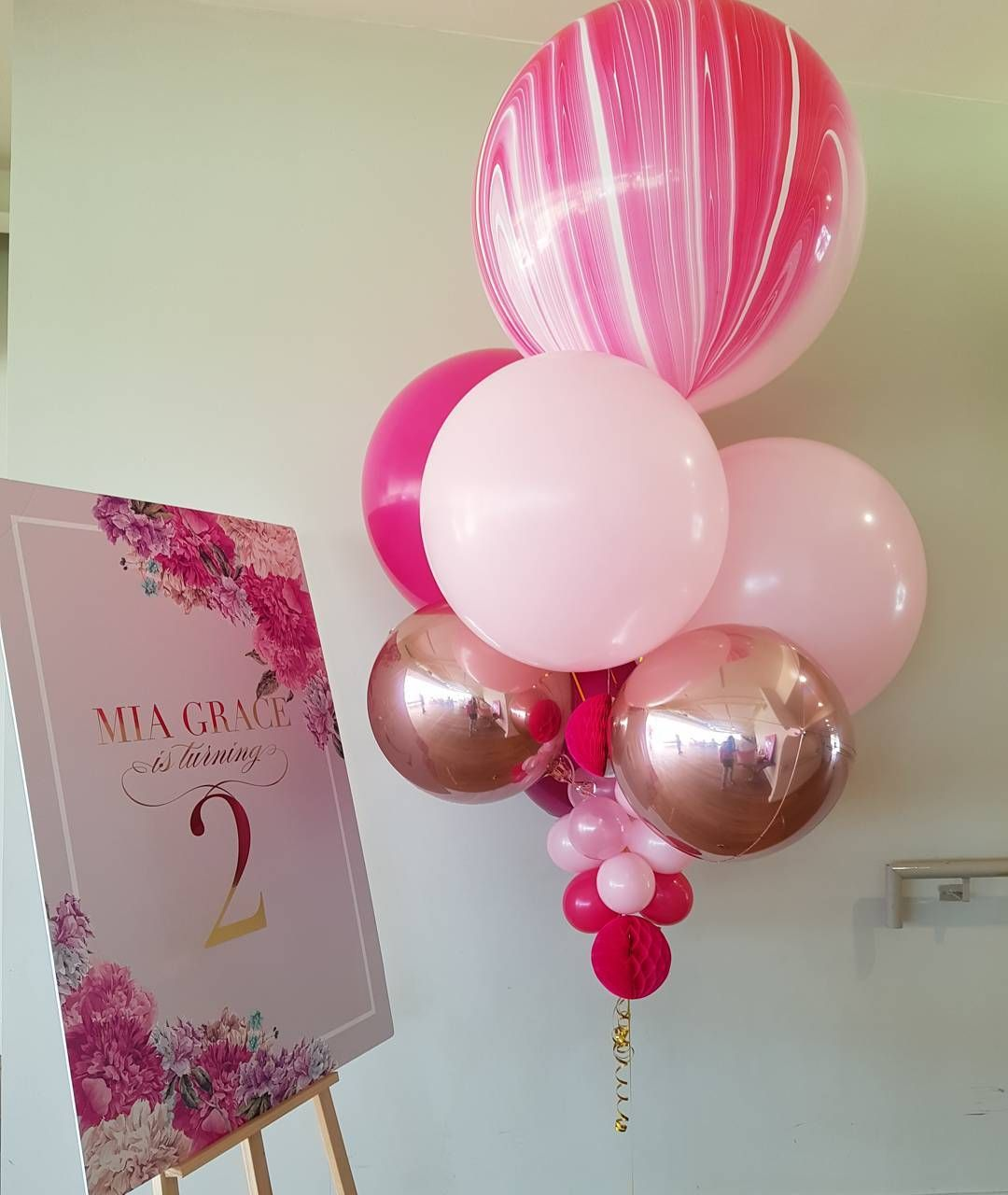 210 likes 29 comments boutique balloons melbourne for Bed decoration with balloons
