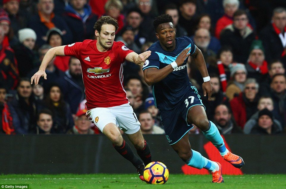 Former Barcelona Youngster Adama Traore Right Bursts Away From Daley Blind As Middlesbrough Go On The Attack Manchester United Fc Manchester United Mid