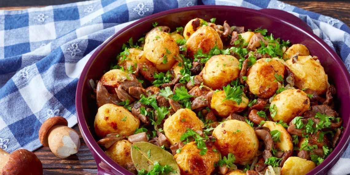 когда добавлять грибы в жареную картошку