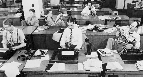50 S Reporter Typing Google Search Newsroom Internet Marketing Strategy Web Marketing