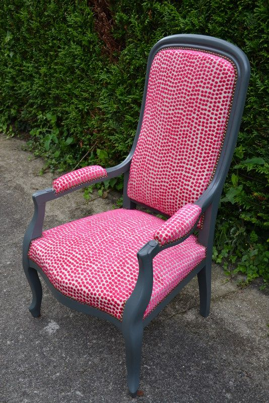 Fauteuil voltaire pois rose meubles tapisser for Chaise voltaire