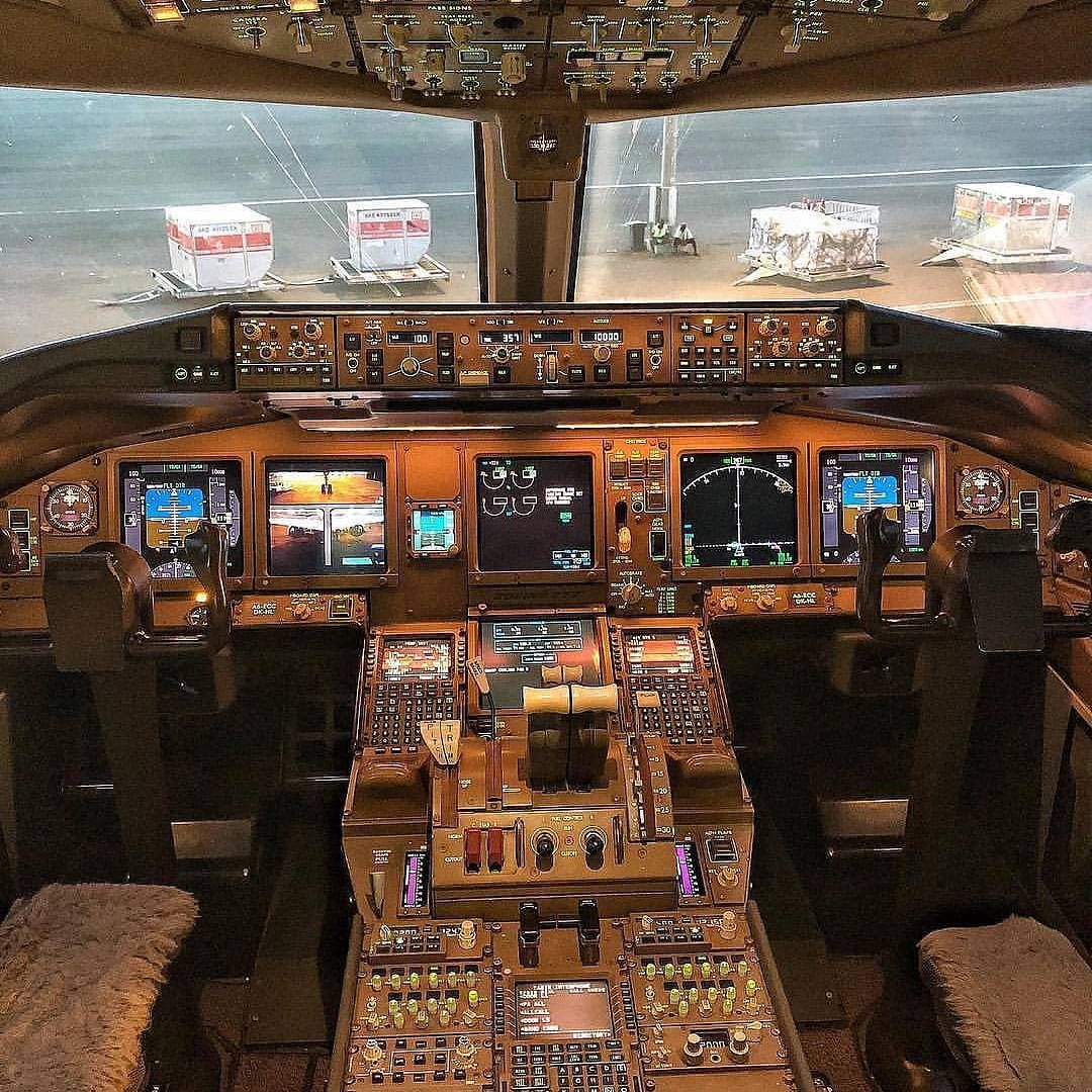 Insude The Cockpit BOEING 777
