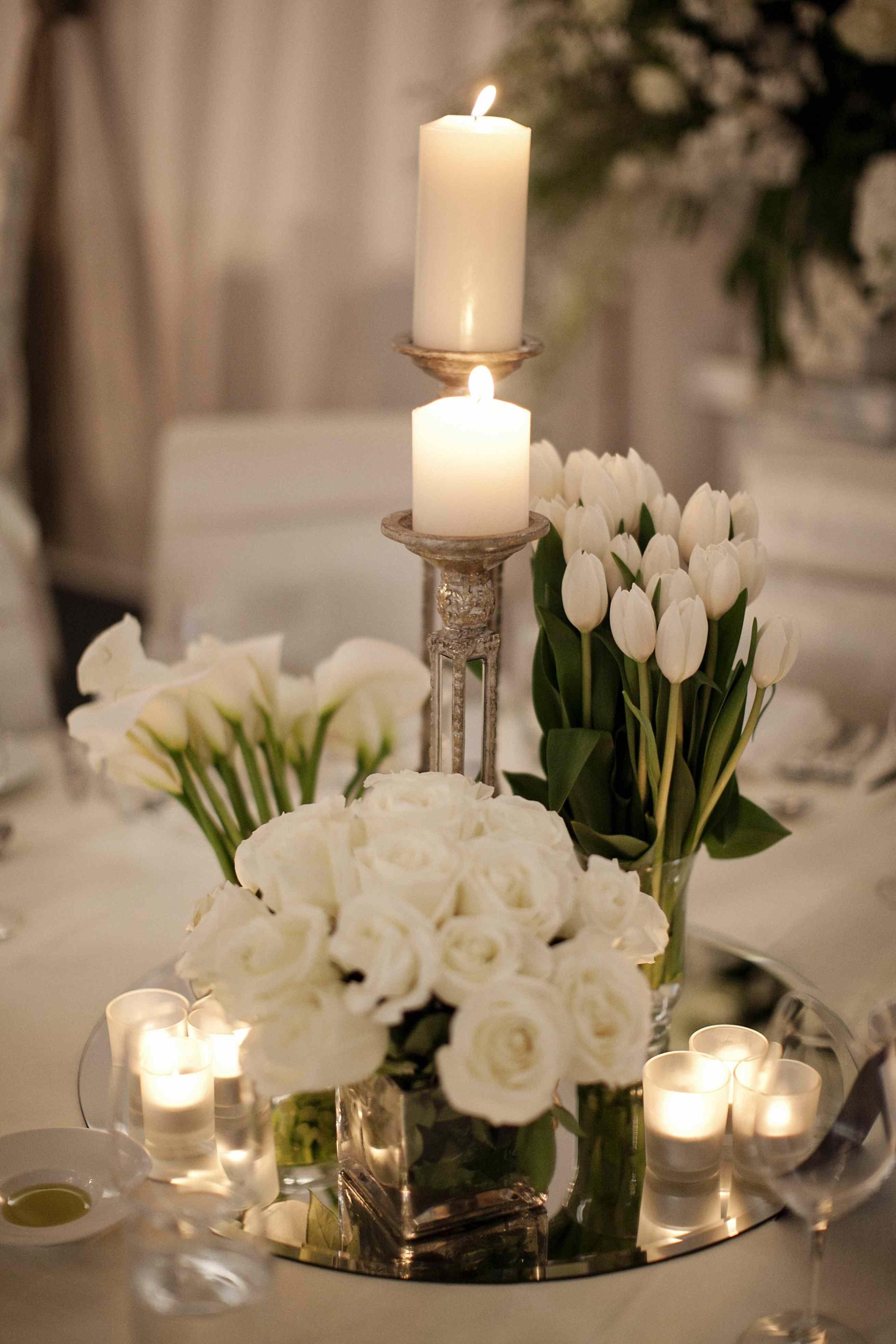 Centros de mesa con velas y base de espejo precioso