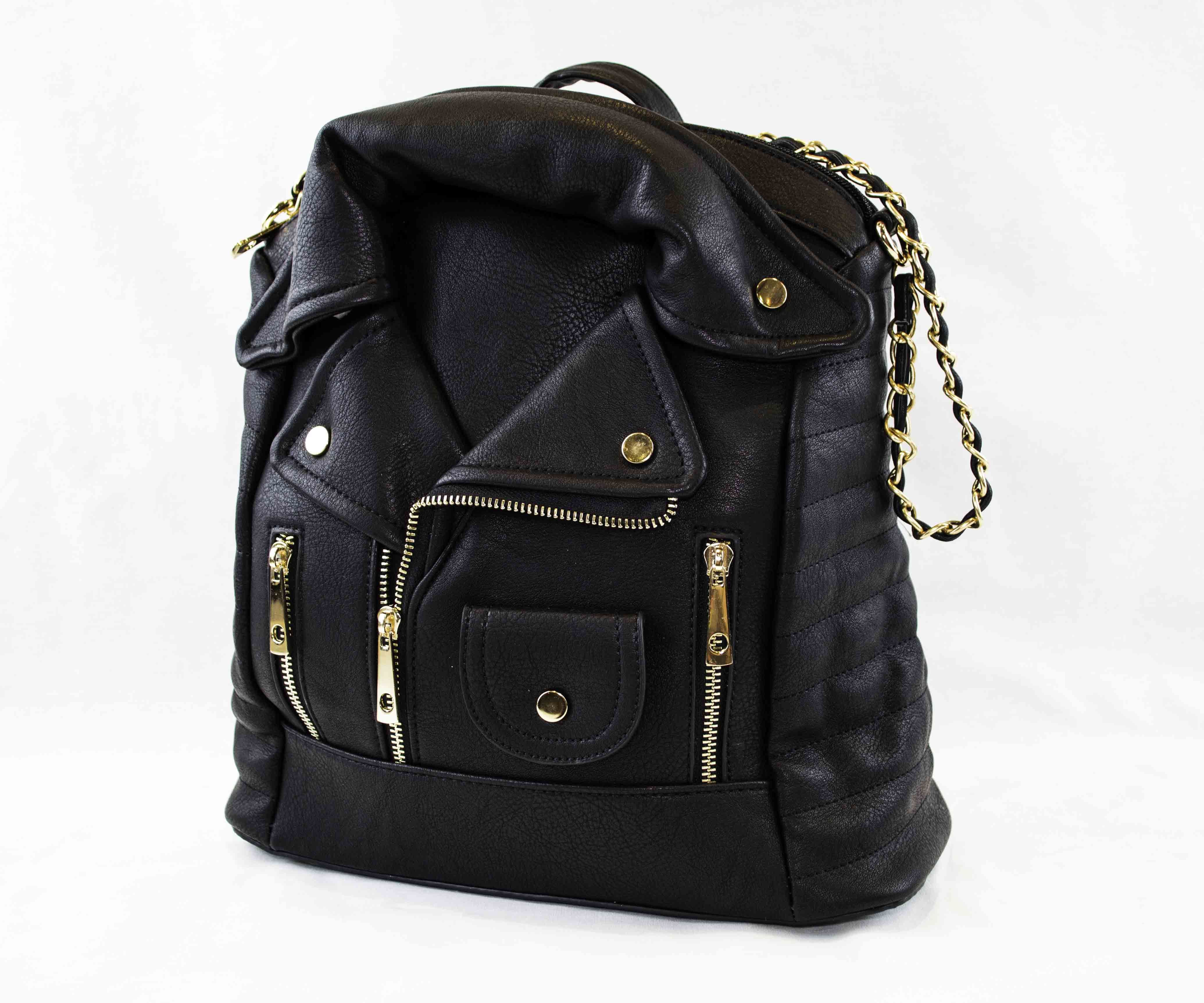 Espectacular mochila con forma de chaqueta motera hecha de polipiel y que  se puede usar también b4bd600596b