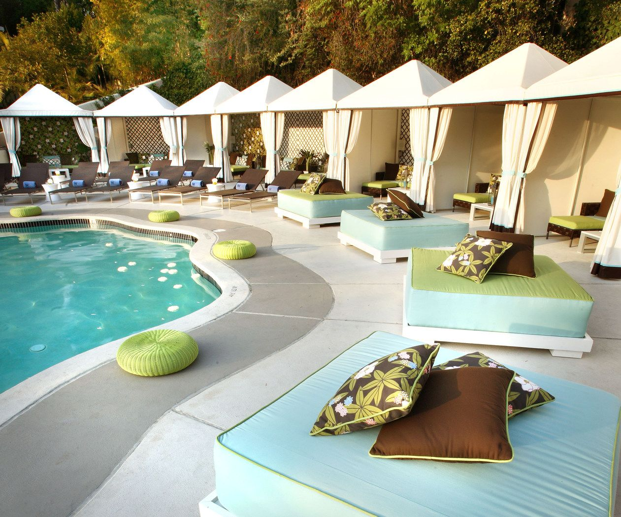 W hotels westwood pool cabanas los angeles for Swimming pool cabanas