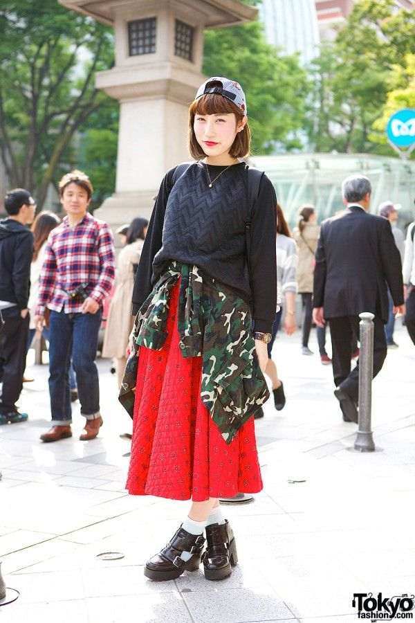 fce4f485470 Vintage-loving Eri on the street in Harajuku with a vintage quilted ...